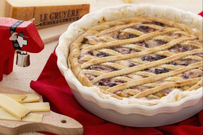 La crostata salata con crema di Gruyère e radicchio è un'originale e saporita torta salata, semplice da preparare ma di grande effetto.