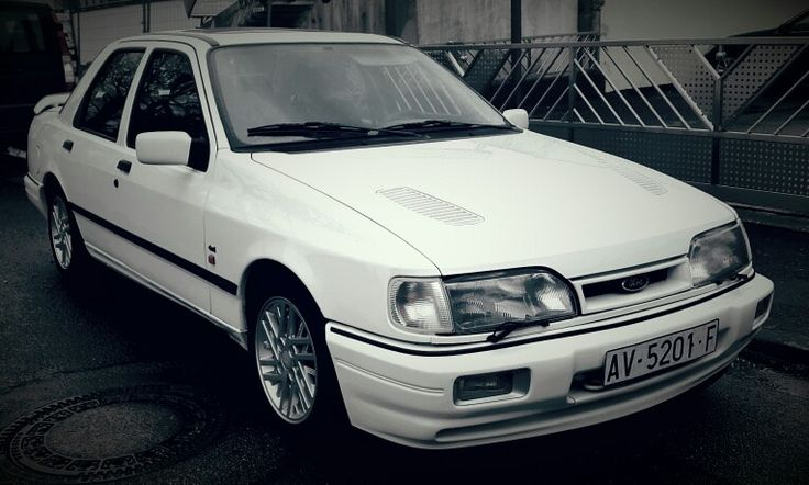 Find in Ford Dealers Garage in Avila/Spain this beautiful Ford Sierra Cosworth with only 59000km.