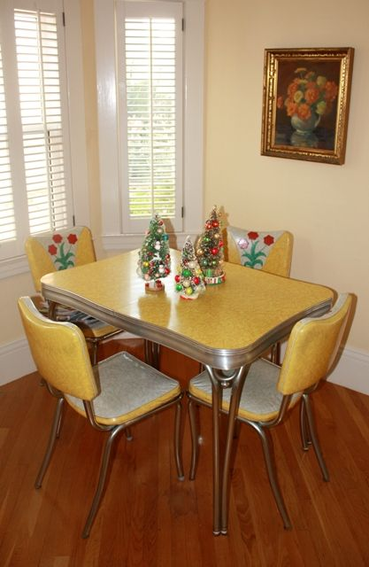Great site with retro Christmas decorations in their decked out settings. Love this yellow and white 1950's dinette set with metal legs.