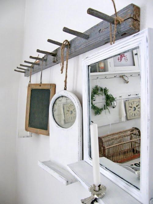 Decoración con espejos. Multiplican visualmente los metros y realzan la belleza de las paredes de una estancia.