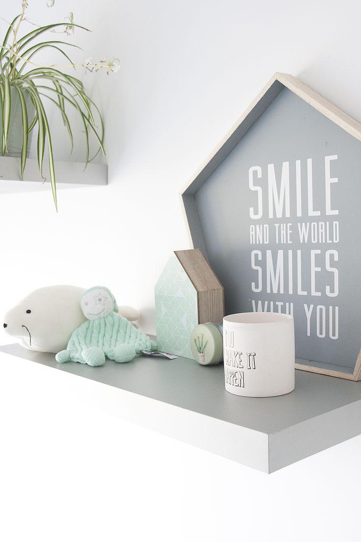 1000 idee n over kinderkamer planken op pinterest kinderen slaapkamer organisatie kleine - Grijze en rode muur ...