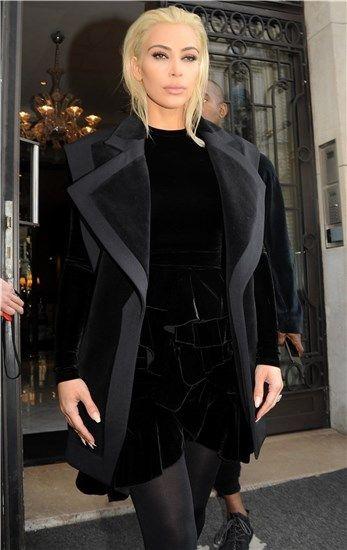 Kim Kardashian se tiñe de rubio platino: todos sus cambios de look