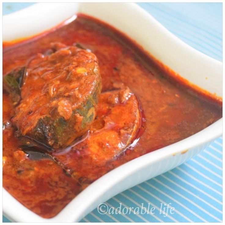 Kerala Fish Curry( Meen Mulakittathu -king fish): I am so happy to post today's recipe- Kerala Style Fish Curry/ Meen Mulakittathu!! This is one that recipe of my dad which is being frequently asked by our family and friends..if i am right,i have prepared the recipe or wrote the recipe a couple of