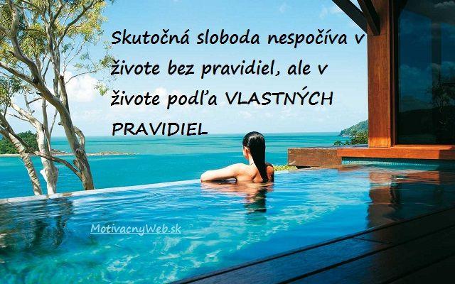 """Obrázok citátu: """"Skutočná sloboda nespočíva v živote bez pravidiel, ale v živote podľa vlastných pravidiel"""" - FinancnyTrh.com"""