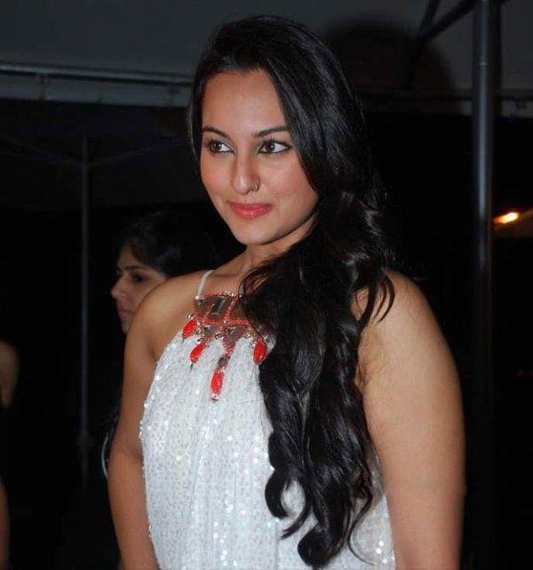 Modern Sonakshi Sinha | Sonakshi Hairstyle | Sonakshi In Saree | Sonakshi Sinha Dresses | Sonakshi Sinha Smile | Sonakshi Pictures Gallery |