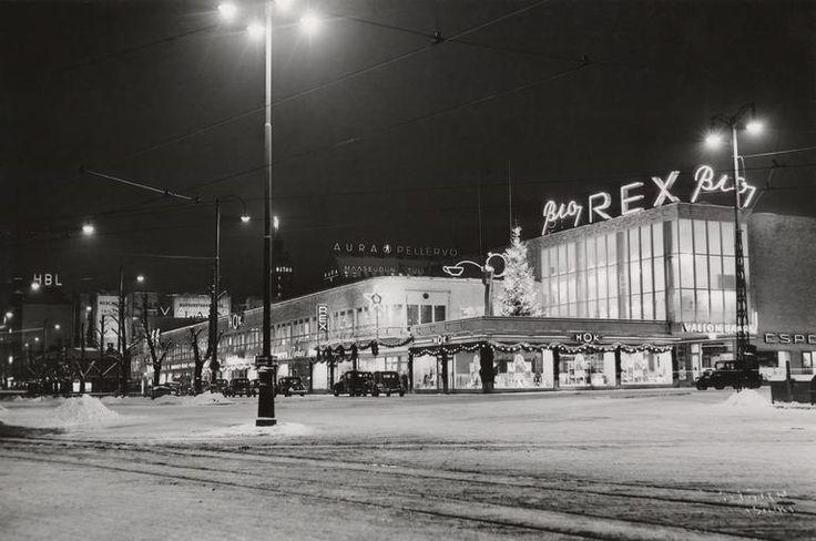 Kaupunginmuseon valokuvista selviää, että mustaa joulua on joudututtu viettämään aikaisemminkin. Valot ovat kuitenkin aina olleet upeat.