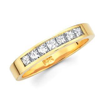 Men's diamond and yellow gold wedding band. 9 Pt. | 5.2 gr | 4 mm | 20 Stones | Total Ct. 0.85 ----------------------------------------  Argolla de Matrimonio PARACaballero de oro amarillo con Diamantes. 9 Pt. | 5.2 gr | 4 mm | 20 Stones | Total Ct. 0.85