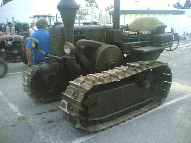 LANZ BULLDOG crawler tractor by blugrigio, via Flickr