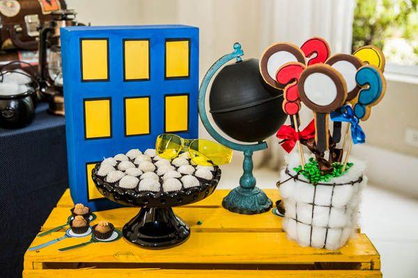 Detetives do Prédio Azul é uma série do canal Gloob que o Rafael adora! Por isso, sua festinha de 6 anos foi nesse tema. A decoração, assinada pela Lollis,