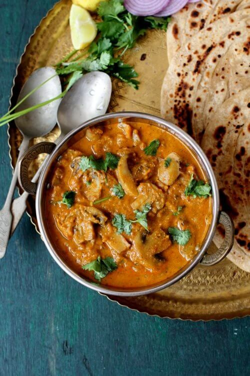 Mushroom masala curry, a rich, creamy, flavorful restaurant style dish that makes a great side with naan or pulao #mushrooms #vegetarian #curry