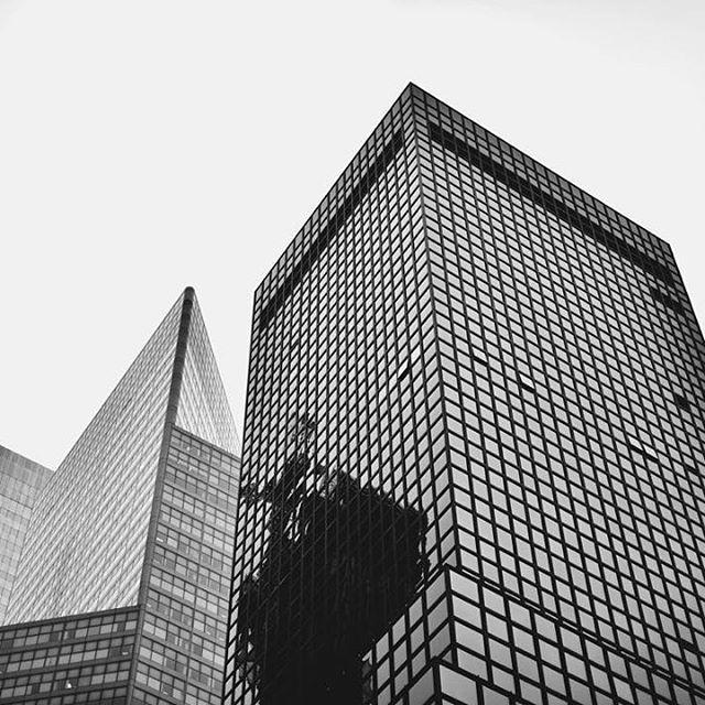 #brooklyn #beautifuldestinations #destination #roadtrip #bwphotography #bw #creativephotography #creativephotographer #travel #people #children #storyteller #elegance #instatravel #instadestination #instagood #instadaily #instamood #instalike #instapic #cp_sofikitis #instalifo #people #photojournalism #urban #newyork #architecture