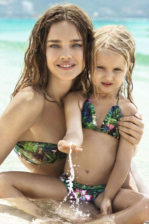 Gaaah too cute.  Not too much a fan of matchy-matchy but swimsuits are an exception.  #swim