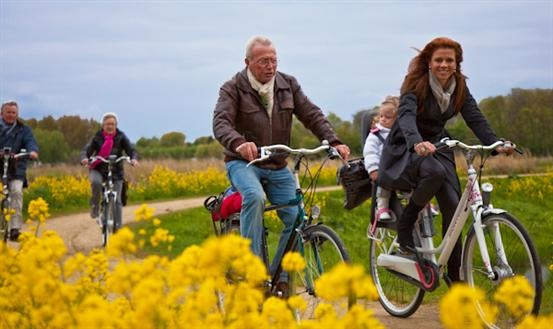 "Fietsen op de állermooiste fietsroute van Nederland? De ""Brede Duinen-route"" van 42km rond Groet, Bergen, Schoorl en Alkmaar is uitgeroepen tot de mooiste Fietsroute van Nederland! Meer informatie: http://www.vvv.nl/modules/fietsendetails/fietsendetails.aspx?id=87"