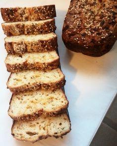 Chléb z podmáslí, semínek a sýru