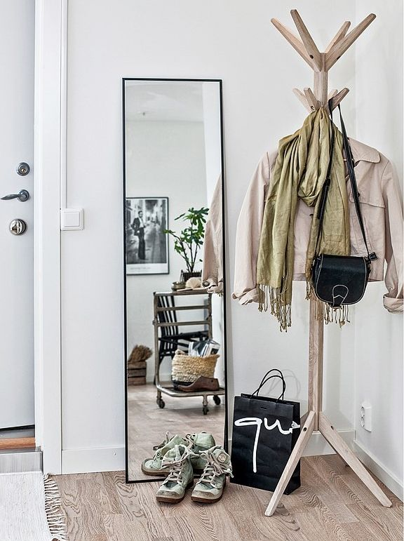 A clean, simple entryway that has us swooning.