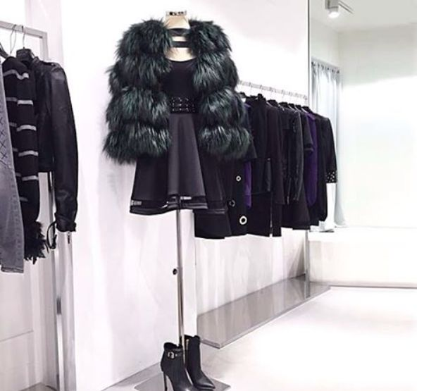 "Add a colorful touch to your outfit with this dark green fox fur ""Marl"" and Cocktail dress ""Hyde""! Try it in our stores in Via Santa Maria 35, Desenzano del Garda. Look also on www.mangano.com"