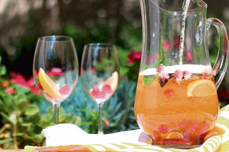 Resep: Vonkelende wit sangria (Sangria Blanca) | Netwerk24.com