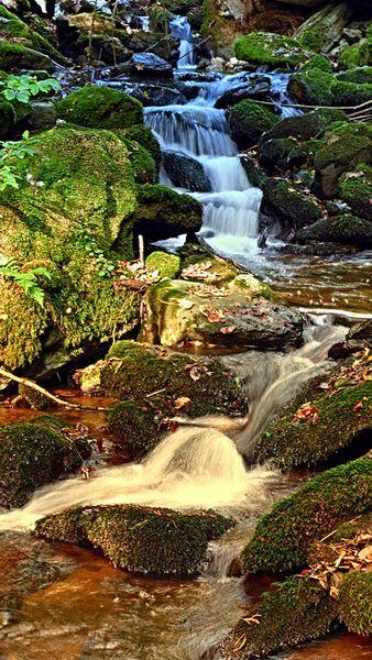Der mächtige Wasserfall. Hofkirchen im Mühlkreis, Österreich / Austria