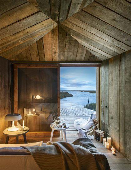 Raw timber cabin interior Salon du paradis Manuel Alres Mateus
