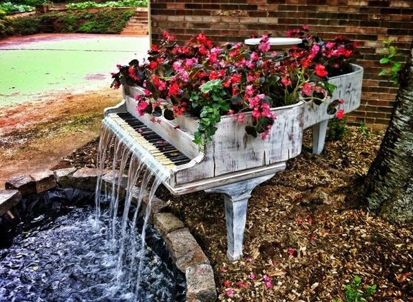 Creative use of an old piano as a garden fountain.  #Garden #Fountains Visit  http://impressivemagazine.com/2013/06/30/7-creative-ideas-of-garden-fountains/ for more