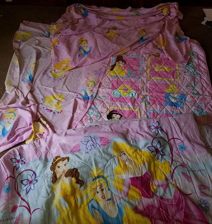 VINTAGE DISNEY PRINCESS COMFORTER SHEET CURTAIN THROW SET CINDERELLA BELLE TWIN    Good used condition overall     No stains    1 curtain    1 throw    1 flat sheet    1 reversible comforter    twin size    Please inspect photos for more information     Thanks and be sure to check out all our other collectibles for sale | eBay!