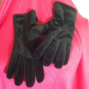 I just added this to my closet on Poshmark: Black THINSULATE Gloves. Price: $12 Size: OS