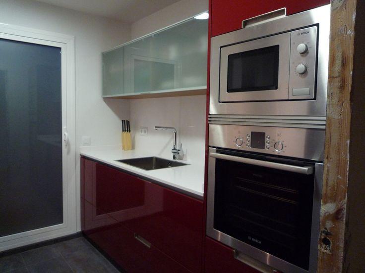 Reforma cocina.  Mobiliario SANTOS modelo MINOS color Burdeos brillo.  RENOVA INTERIORS https://www.facebook.com/pages/Renova-Interiors/509602039094184