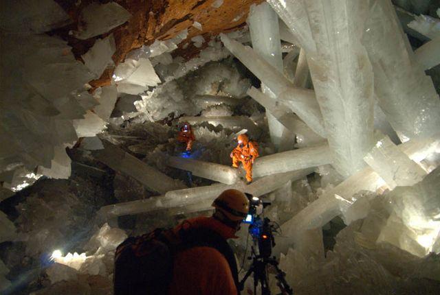 人類が発見したた結晶の中で最大級、60万年という悠久の時間が創りだしたクリスタルで埋め尽くされたメキシコの洞窟「ナイカ (Naica)」
