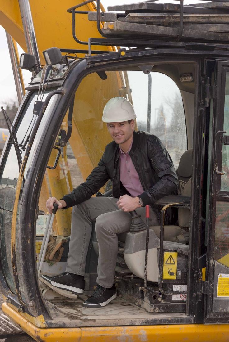#StevenGerrard lends a hand at the Bluebell Park Apartments official launch