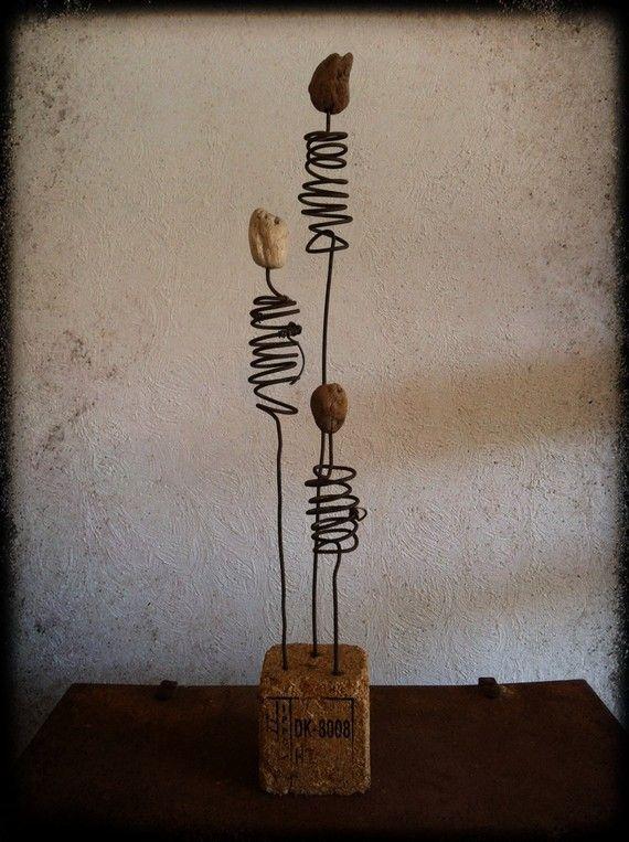 Statuette fil de fer et bois flotté