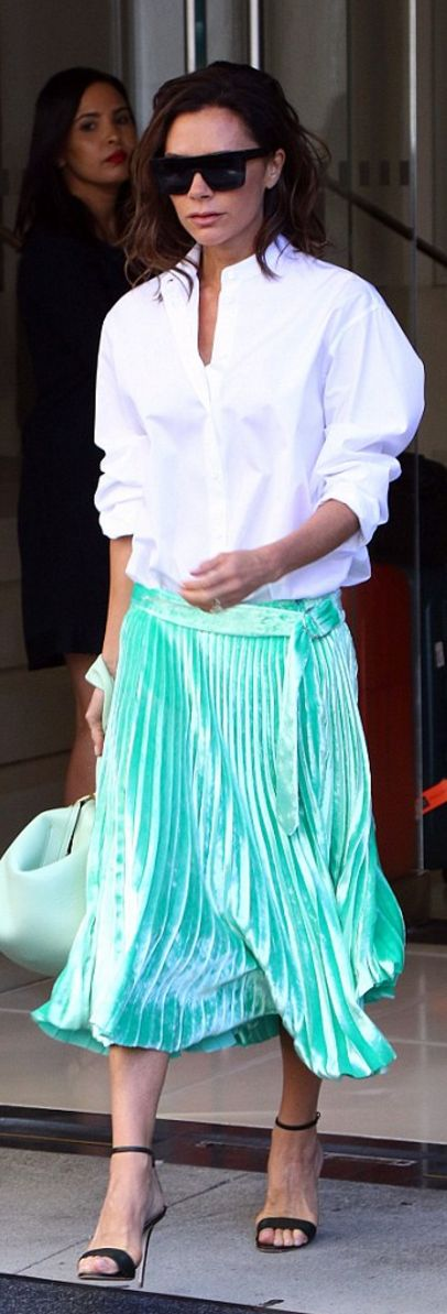 Who made Victoria Beckham's black sunglasses, white collar top, green handbag, and pleated skirt?