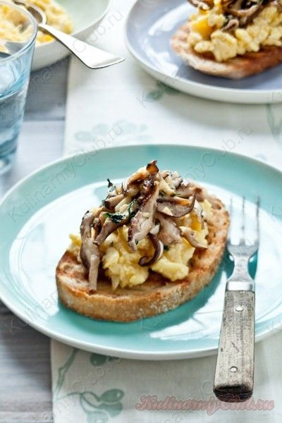 Бутерброды с яичницей, грибами и чесноком on http://kulinarniyclub.ru