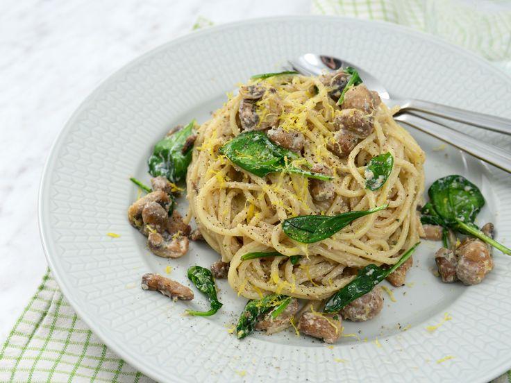 Snabb måndagspasta med tofusås och champinjoner | Vegetarisk vardagsmiddag som går snabbt och enkelt att tillaga. En krämig pasta med parmesan, vitlök, tofu och champinjoner.