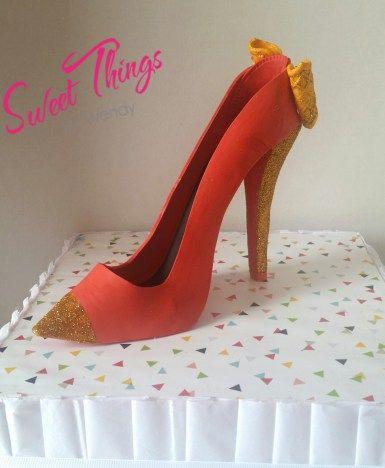 Fushia and gold high heel cake topper - sweetthingsbywendy.ca