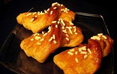 Nastrine - Le nastrine sono delle brioche deliziose da preparare con il Bimby per una colazione indimenticabile. Gustosi fiocchetti di pasta sfoglia.