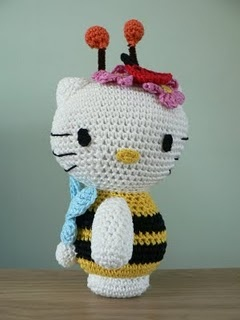 Hello Kitty Bee Pattern. Someone who crotchets/knits should make all this stuff for me (mom) jk =]