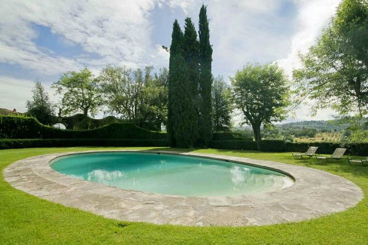 An oval pool? Yes please!