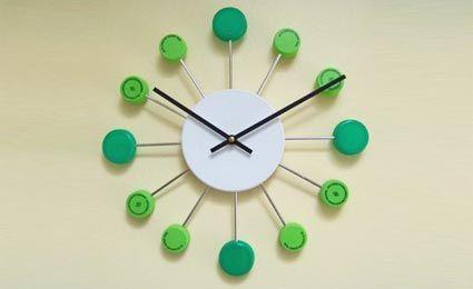 Relógio com tampinhas de garrafas pet