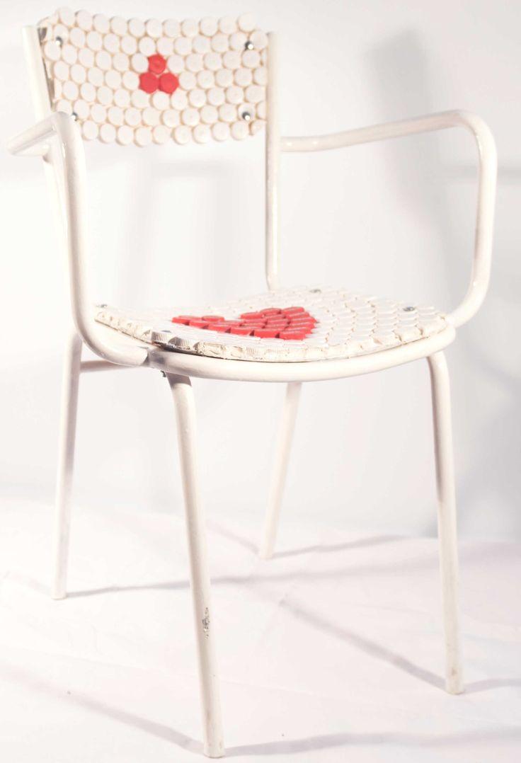 """Sedia """"cuore"""" materiali: metallo, plastica"""