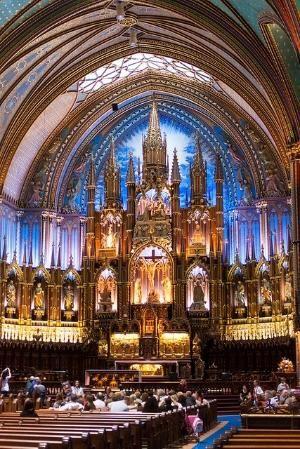 Basílica de Notre-Dame de Montreal, en el barrio histórico del casco antiguo de Montreal.  por Anabel Lebro