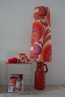 70s print: leuk maar alleen bij spaarzaam gebruik zoals hier. Retro. Home decor design. Red orange