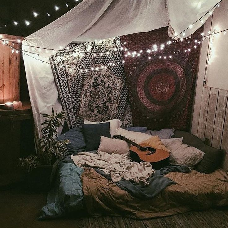 SO cozy. LOVE the colors and tapestries and EVERYTHING about this. The layers. The lights.