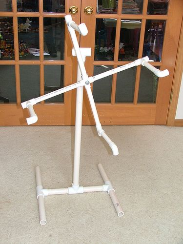 DIY How-To: building a skein winder out of PVC pipe  Yay! Easy enough to make myself w/out getting the hubby involved! And cheap too!