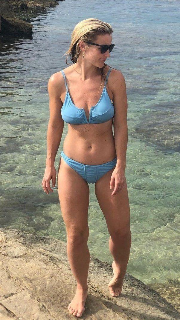 Helen Skelton bikini | Helen skelton bikini, Helen skelton