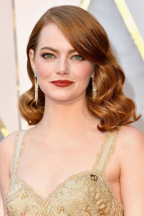 Emma Stone always looks gorgeous with her old Hollywood curls! ___________________________________ celebrity curls rollers