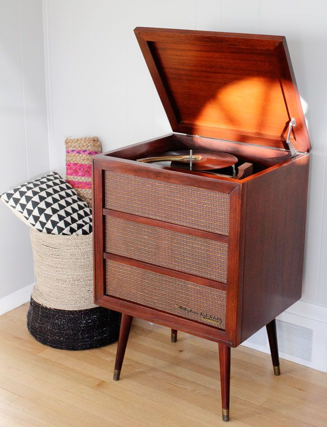 I think I've just died and gone to heaven: Very beautiful mid century record player console