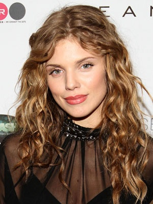 Embrace your natural hair texture like AnnaLynne McCord!