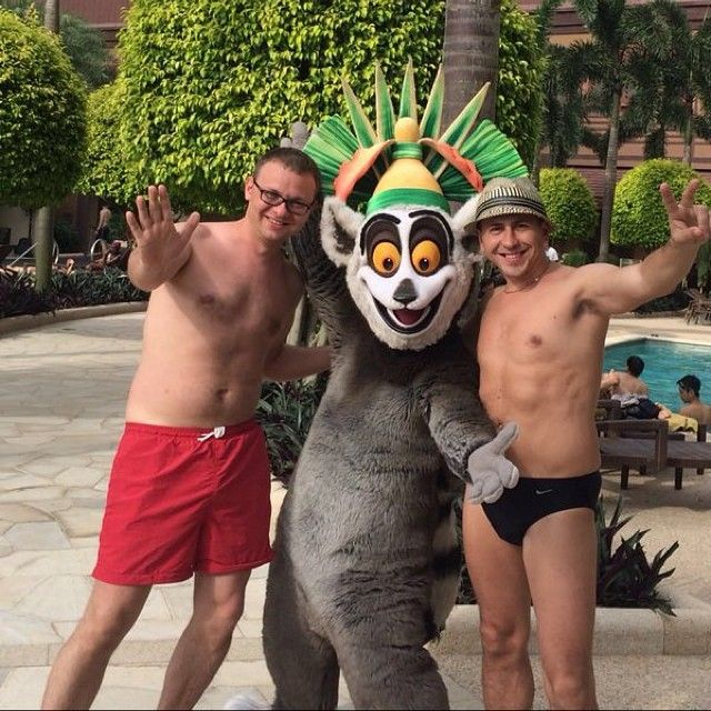 High five with King Julian from #Madagascar