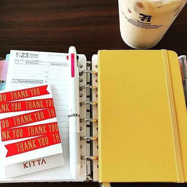 39kima39✏︎ 【運気上昇!!!】 ✏︎ ここ数日で 運気上昇のためにしたこと ・現状を明らめたうえで理想を設定 ・あることノート ・氏神様参り ・読書 ・イメージング です☆ ✏︎ このモレスキン ポケットサイズの手帳と サイズぴったり◎ 夏らしいキレイな黄色もお気に入り。 ✏︎ #フランクリンプランナー  #システム手帳  #明らめる  #モレスキン #運気上昇2017/06/23 13:46:49