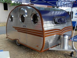 HeyChickiePoo: It's Christmas Time in February...oh and some cute vintage trailers!